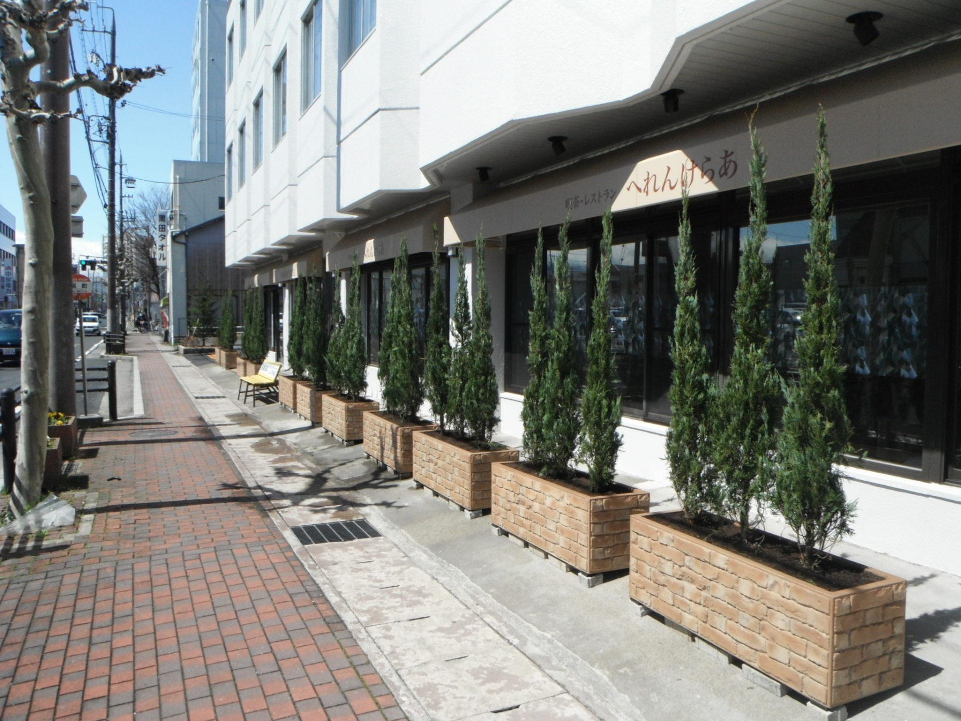 大垣市 ホテル前植栽